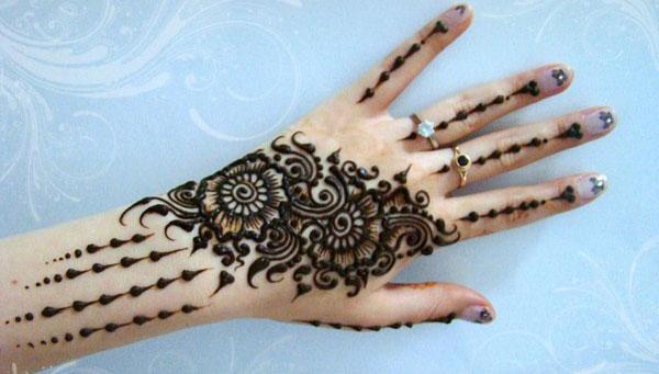 Stylish New Arabic Mehndi Design