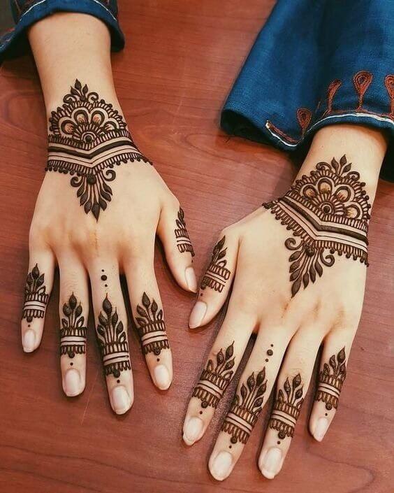 Sheer elegance Arabic design on fingers